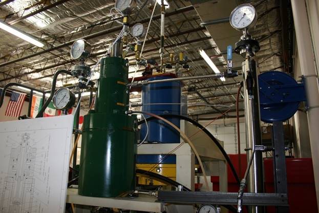 High-pressure vessel testing radial and thrust bearings
