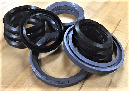 Kalsi washpipe packing has hydrodynamic waves that reduce packing friction and heat by lubricating the dynamic sealing interface. This type of packing is typically used in a rotating seal housing but is also compatible with rotating washpipe assemblies.